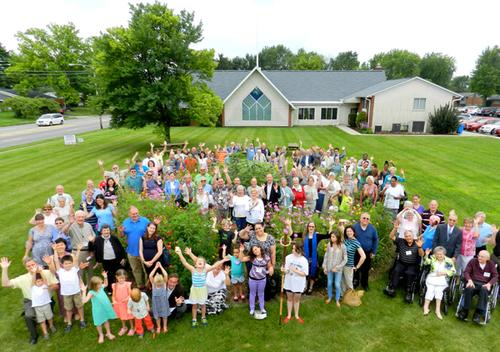 Congregation group picture on the lawn at Redeemer lutheran church, 1555 S. James Road Columbus, Ohio 43227